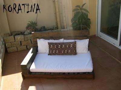 Reutilizar materiales para hacer cosas en jard n y terraza - Hacer sofas con palets ...