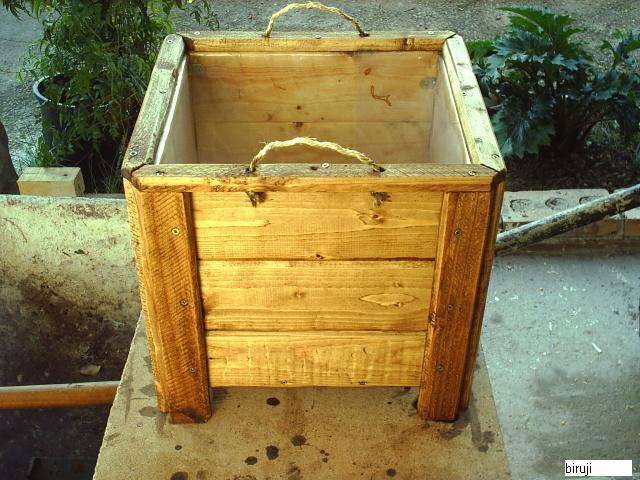 Macetas hechas con madera de palets - Jardineras con palets de madera ...