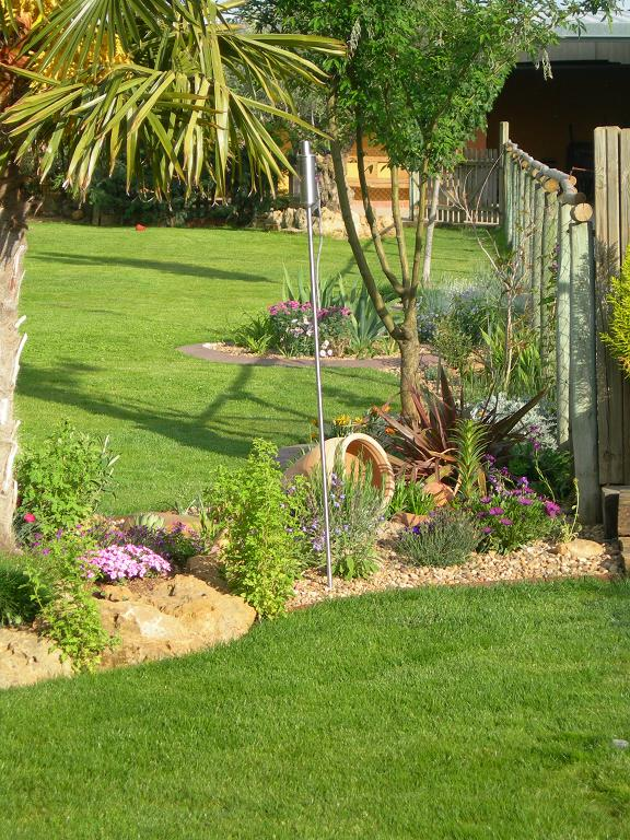 Dise o de zonas del jard n separar perros de la zona de for Ahuyentar perros del jardin