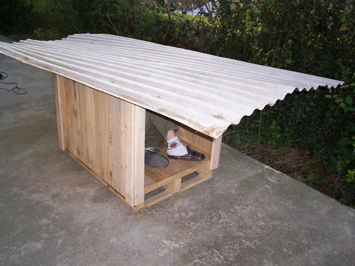 Pero con los palets no s lo podemos obtener estantes sino - Casas para perros con palets ...