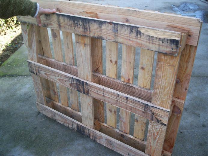 Jardineras hechas con palets de madera for Casa de palets paso a paso