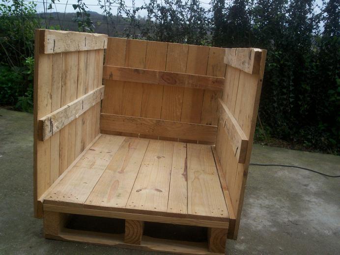 Caseta para perro hecha con palets - Como hacer caseta de madera para jardin ...